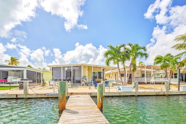 Canal front, dog friendly cabana w/shared pool & hot tub!