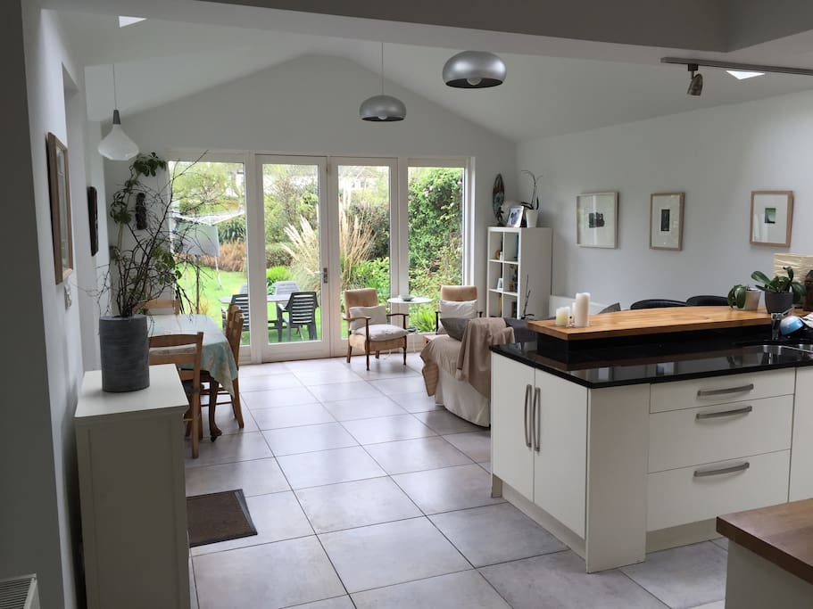 Spacious, sunny and well equipped kitchen