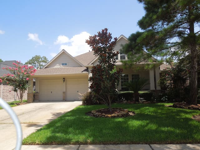 3/2/2 close to Airport, Downtown and Lake Houston.