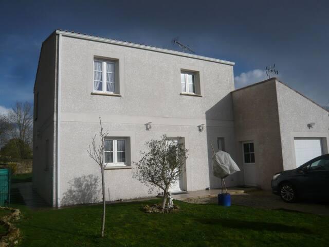 Grande maison avec jardin - Forges - Haus