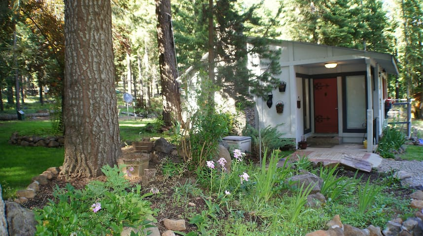 Moonshadow Cottage in Rocky Point Oregon - Klamath Falls - Bungalov