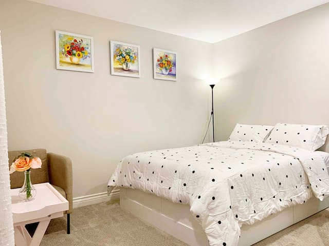 Private bedroom for 2 near South Coast Plaza- Rm#5