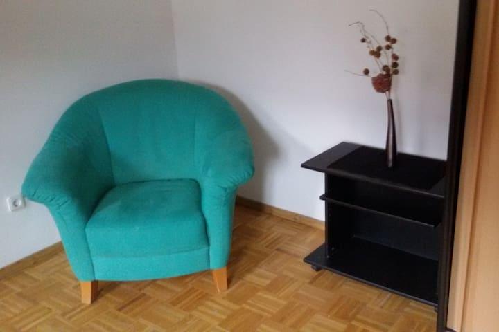 Freundliches Zimmer in Bauernhaus - Wolnzach - Hus