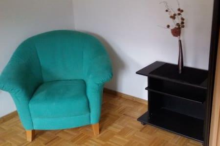 Freundliches Zimmer in Bauernhaus - Wolnzach - Talo