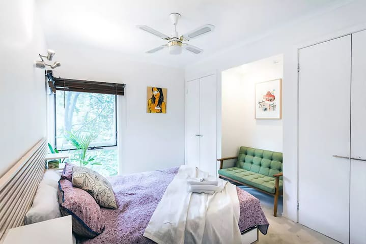 Master bedroom with Queen bed with built in robe for your convenience