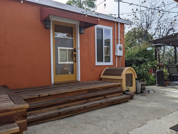 Studio Apartment with Private Entrance and Garden!