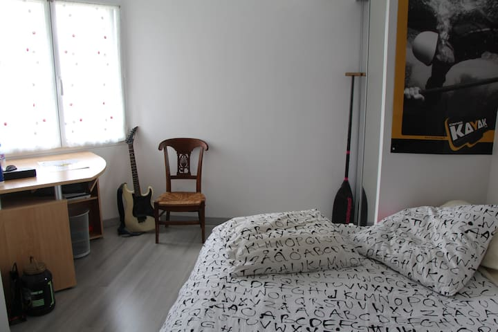 2 chambres à l'étage de notre maison, très calme - Remouillé - House