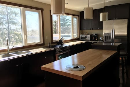 Spacious, executive estate home with great view - Sherwood Park - Huis