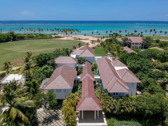 Perfect Ocean and golf view Villa in Punta Cana