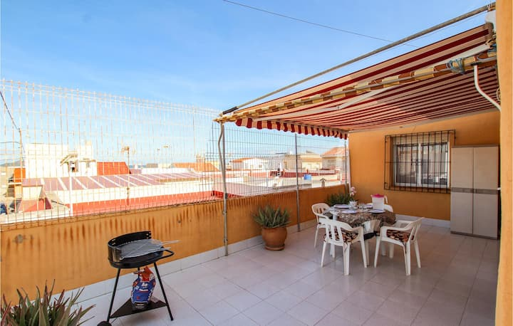 Nice apartment in Los Nietos with WiFi and 2 Bedrooms