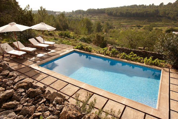 Secluded home w/pool 20m drive from Ibiza centre - Sant Antoni de Portmany