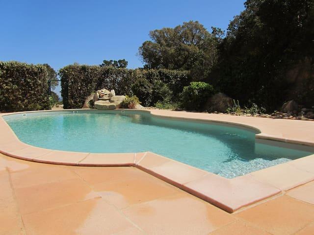 studio 16 m2 climatisé 2 personnes piscine.