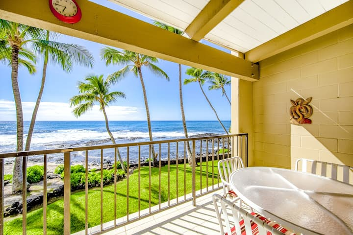 Cute oceanfront condo w/ocean views from private lanai + shared pool & hot tub!