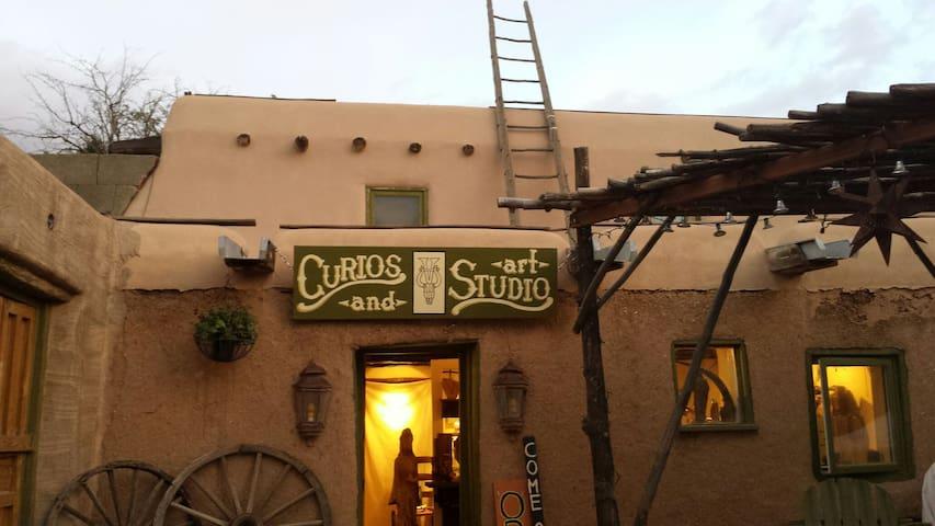 Historic St. Francis studio - Ranchos de Taos - House