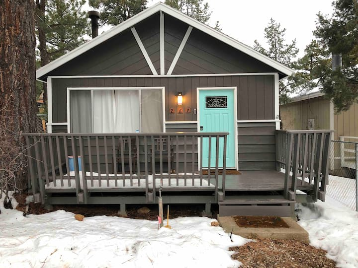 Big Bear cabin minutes from lake and ski lodge.