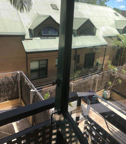 Sunny double room in Woolloomooloo