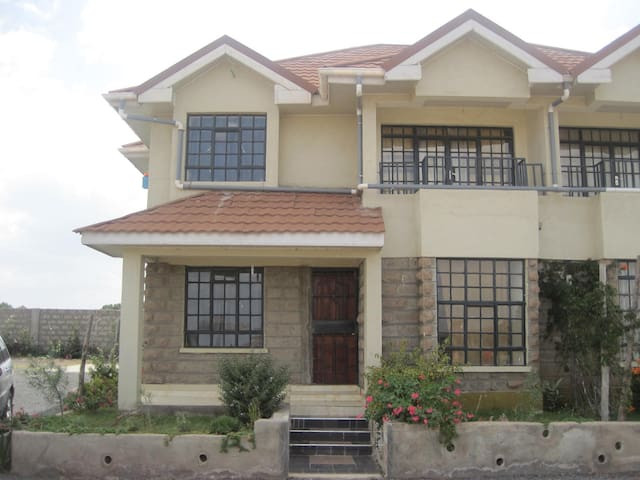 Spacious 4 bedroom house. All rooms ensuite - Nairobi - Hus