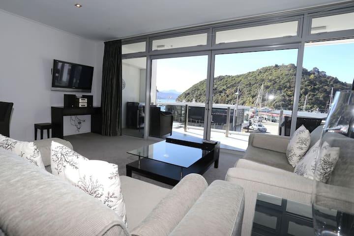 Oxley Marina View Apartment