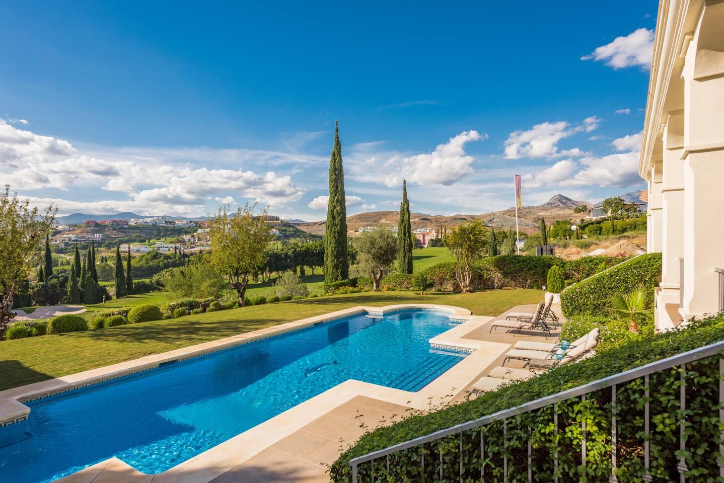 Swimming pool & views Piscina y vistas