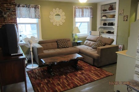 Spacious & Cozy Near Becker College & Worcester Ma - Apartment