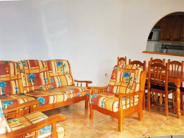 5 min walk from beach, 2 bed house,perfect getaway - El Mojón - Casa adossada