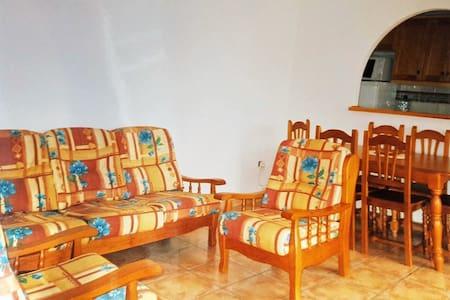 100m from beach, 2 bedroom house, perfect getaway - El Mojón - Stadswoning