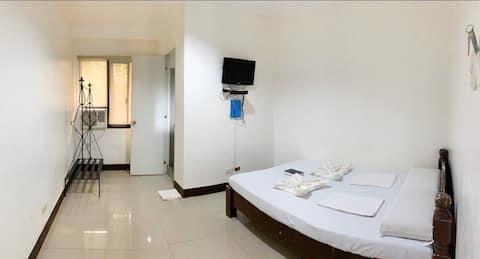 Bayawan Pension House (Matrimonial Room)