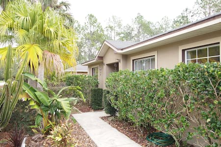 Family Home 10 Minutes From Beach - Palm Coast