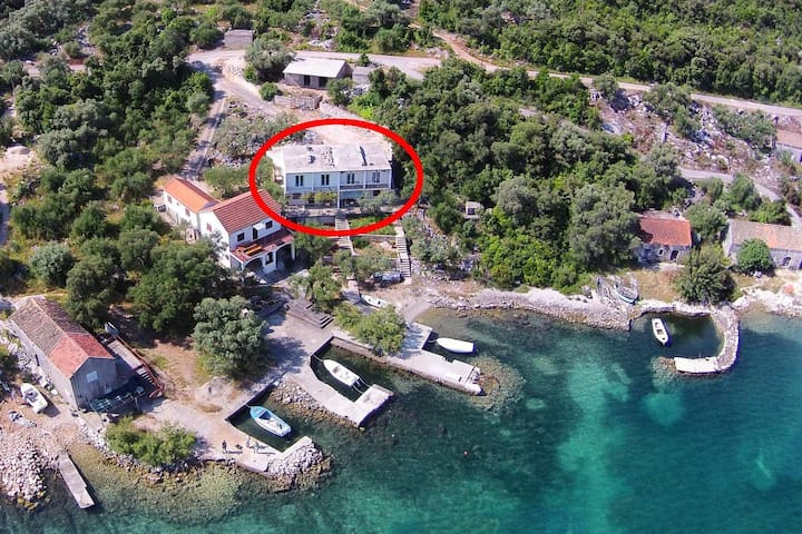 One bedroom apartment near beach Žuronja, Pelješac (A-10137-a)
