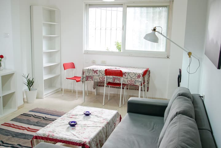 Cozy newly renovated apartment in Neve Shaanan**
