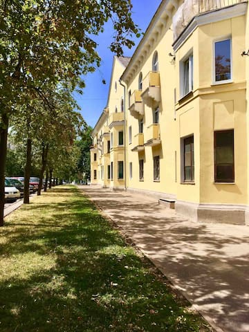 Quiet and green street in zhe very center of Minsk - 5 minutes from Victory Square (Subway), Gorki Park and the river