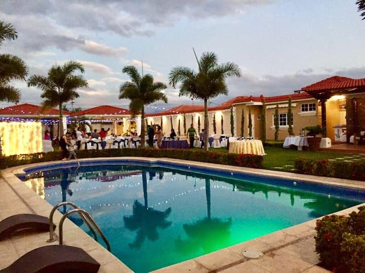 Private summer Villa with Pool, Zacapa