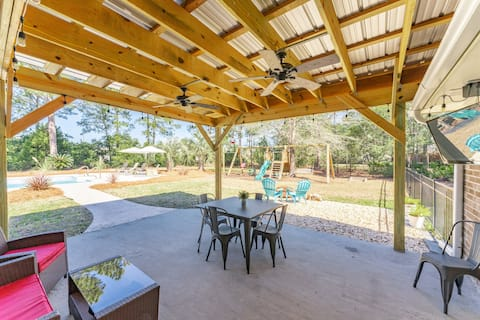 Southern Living w/ Private Pool in Golf Community