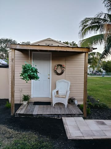 Lil Love ShacK ! FLORIDA POOL  just read reviews!