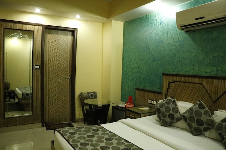 Budget Modern luxury Stay in Paharganj - New Delhi - Bed & Breakfast