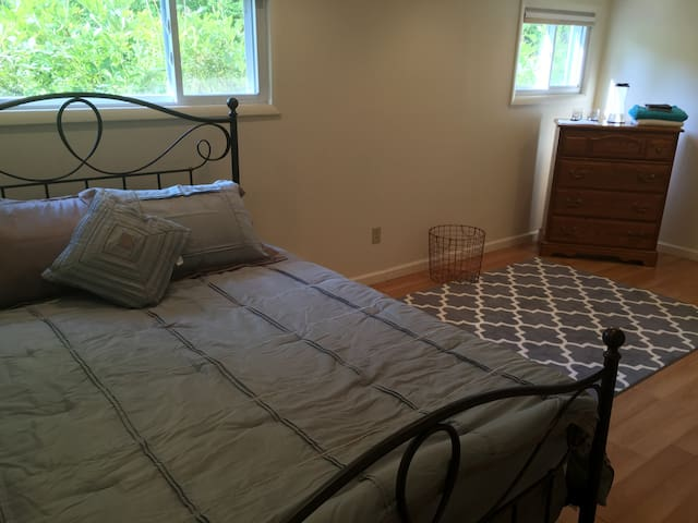 Spacious 1 bedrm apart walking distance to Cornell - Ithaca - Apartmen