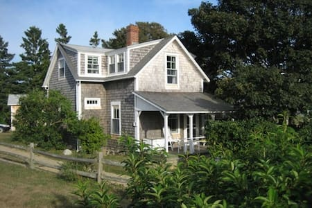 Martha's Vineyard Waterview Cottage - Chilmark