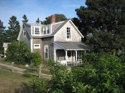 Martha's Vineyard Waterview Cottage