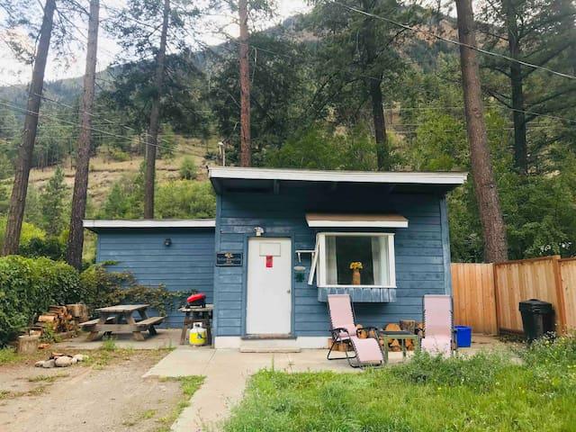The Coast Mountain Cabin BnB