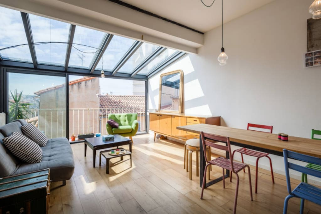 duplex et toit terrasse vue mer roof top sea view appartements louer marseille provence. Black Bedroom Furniture Sets. Home Design Ideas