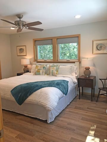 High-end mattress and bedding to ensure maximum comfort. Open the windows, to enjoy nighttime breezes, and the sound of waves crashing.