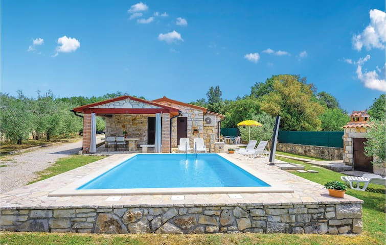 Holiday cottage with 2 bedrooms on 68m² in Rovinj