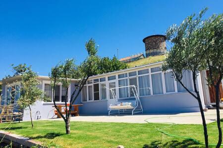 Cunda Merkezde Rahmi Koç Müzenin yanı müsatakil ev