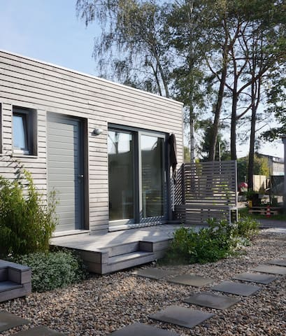 charming tiny house close to lakes g stehaus zur miete in berlin berlin deutschland. Black Bedroom Furniture Sets. Home Design Ideas