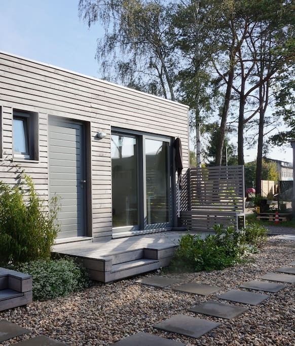 charming tiny house close to lakes guesthouse for rent. Black Bedroom Furniture Sets. Home Design Ideas