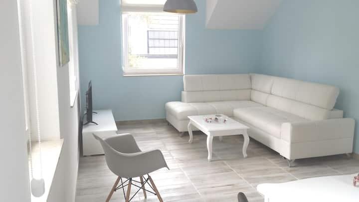 Nadmorski apartament z ogrodem