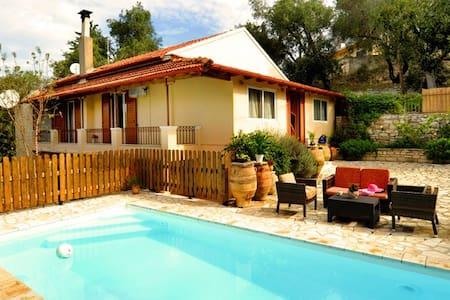Cottage Dimitris, Holiday Pool Villa in Lakka - Kerkira