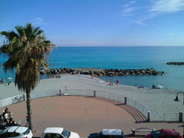 10 metri dal mare trilocale piu servizi - Ventimiglia - Apartament