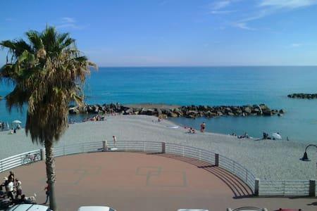 Accogliente trilocal.10 mt dal mare - Ventimiglia