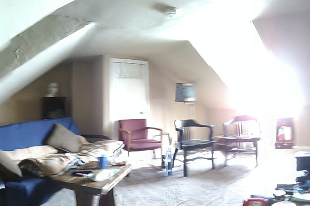TV/Gaming room, seating for 6, 3rd floor